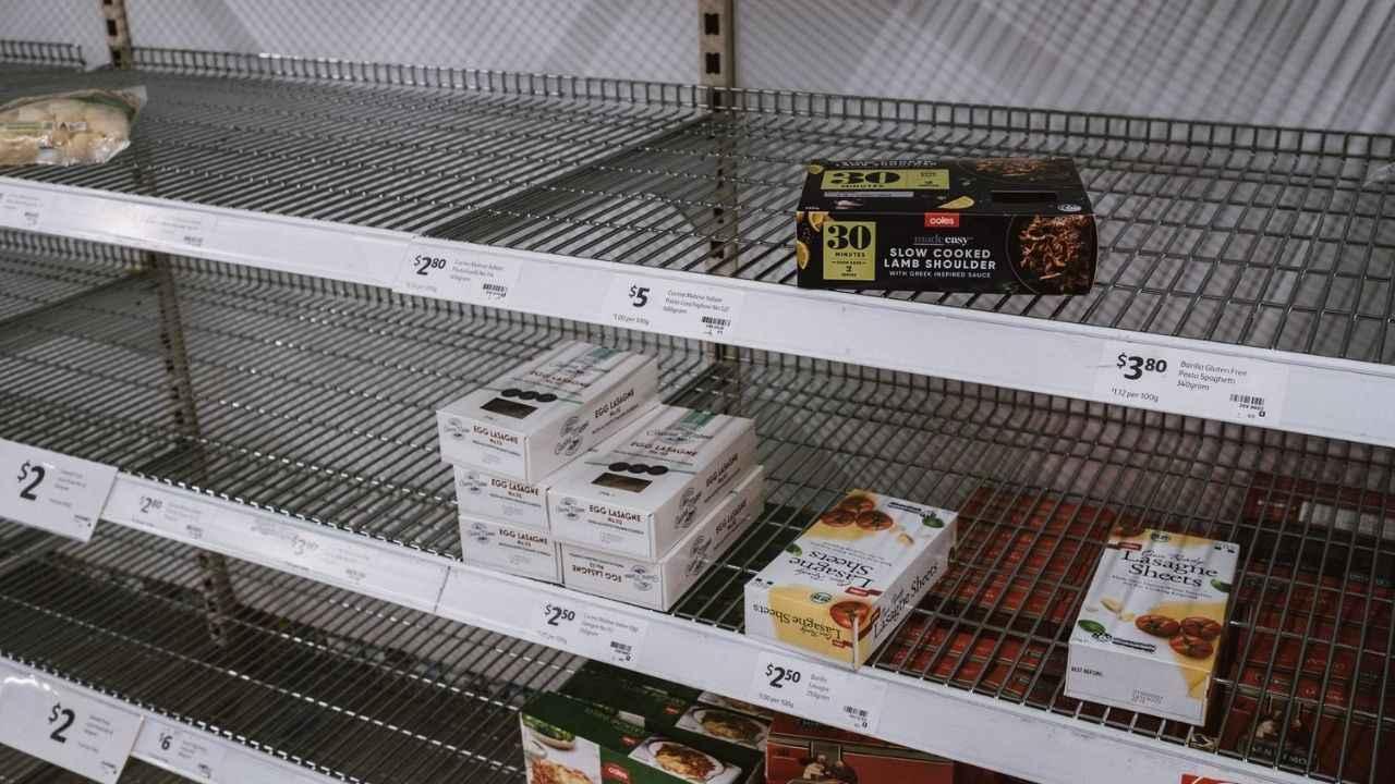 आखिर किस वजह से खाने की किल्लत का सामना कर रहा ब्रिटेन? बिना सामान लिए खाली हाथ घर लौट रहे लोग