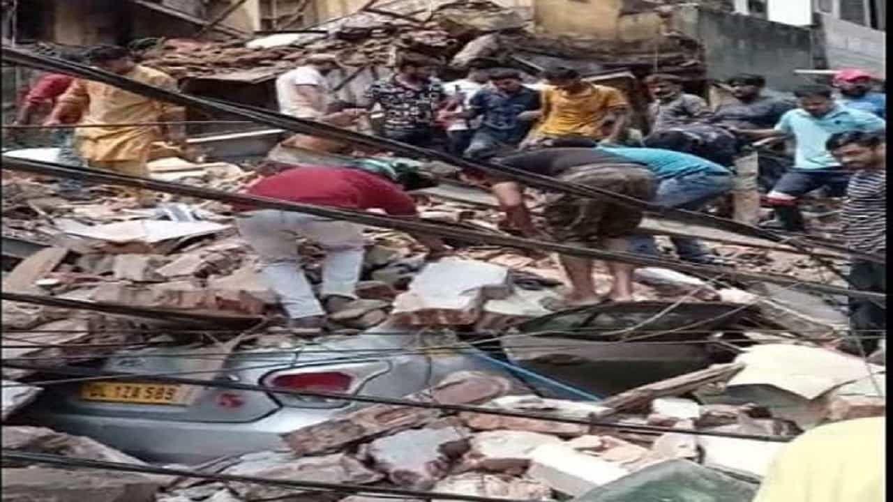 Delhi Building Collapses: दिल्ली के सब्जी मंडी इलाके में चार मंजिला इमारत ढही, कई लोगों के दबे होने की आशंका; सीएम ने जताया दुख