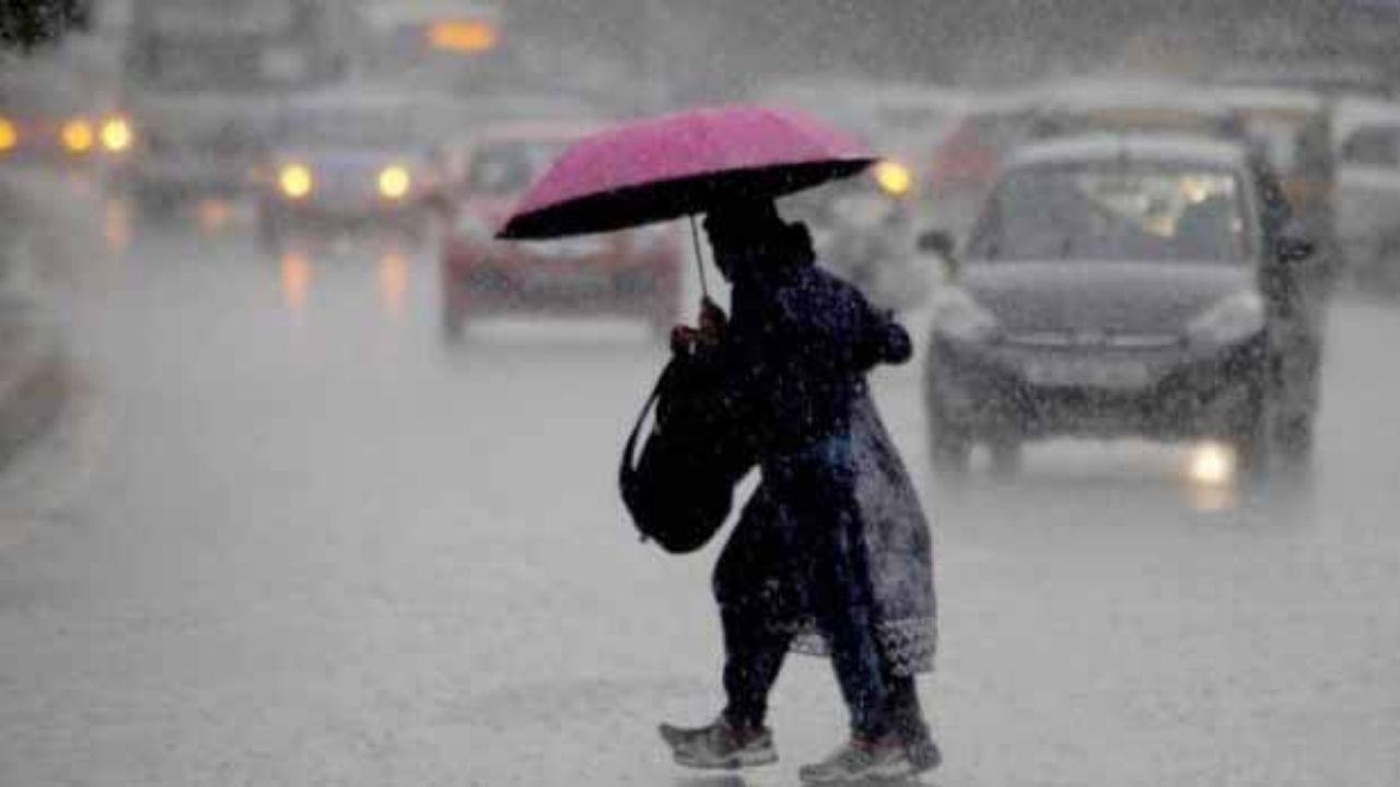 Delhi Weather Forecast: उमस और गर्मी से परेशान हुए दिल्लीवासी, जानिए अब दिल्ली में कब होगी बारिश