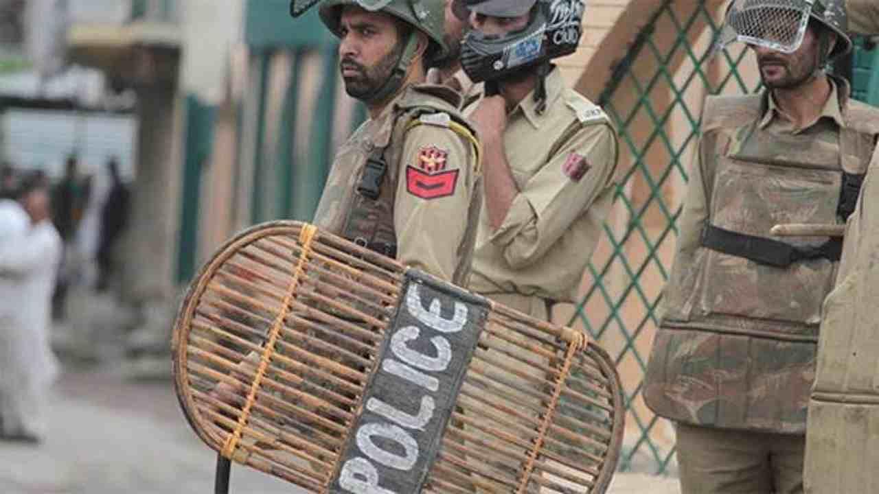 जम्मू-कश्मीर के पुलवामा में सुरक्षा बलों पर ग्रेनेड हमला, कम से कम तीन नागरिक घायल