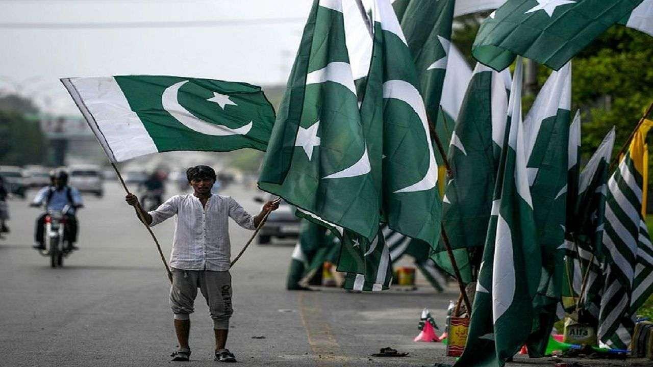 पाकिस्तान में फिर हिंसा का शिकार बना हिंदू परिवार, धार्मिक स्थल से पानी लेना पड़ा भारी, बंधक बनाकर की पिटाई