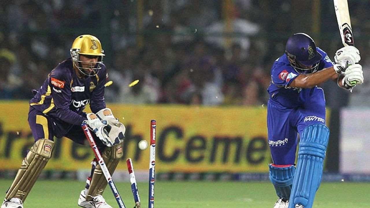 आईपीएल 2021 शुरू होने में बस कुछेक दिन बचे हैं. चेन्नई सुपरकिंग्स और मुंबई इंडियंस के बीच 19 सितंबर को मुकाबले से दूसरे हाफ की शुरुआत होगी. ये दोनों टीमें आईपीएल इतिहास की सबसे सफल टीमों में से हैं. लेकिन इससे पहले उन खिलाड़ियों के बारे में जानते हैं जो आईपीएल में सबसे ज्यादा बार खाता खोले बिना आउट हुए हैं. रोचक बात यह है कि इस लिस्ट के टॉप-पांच नामों में चेन्नई सुपरकिंग्स और मुंबई इंडियंस से जुड़े खिलाड़ियों के ही नाम हैं.