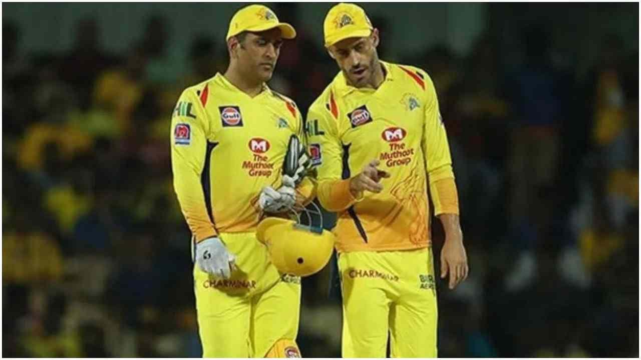 IPL 2021: धोनी के लिए पहले ही मैच में खड़ी हो गई बाधा, नहीं खेल सकते हैं फाफ डु प्लेसी, जानिए कौन लेगा जगह?