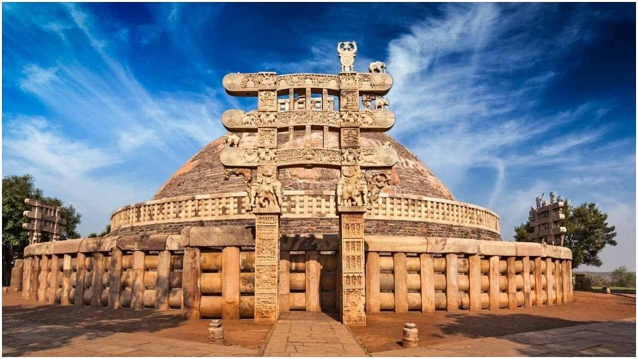 घूमने के शौकीन हैं तो मध्यप्रदेश का सांची स्तूप देखने जरूर जाएं, यहां की वास्तुकला आपका मन मोह लेगी