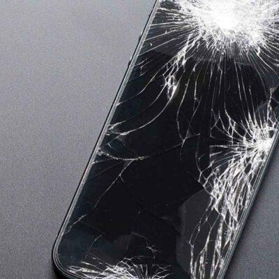 गुस्से में बॉयफ्रेंड के सिर पर लड़की ने दे मारा मोबाइल फोन, बेहोश होकर गिरा, मौत