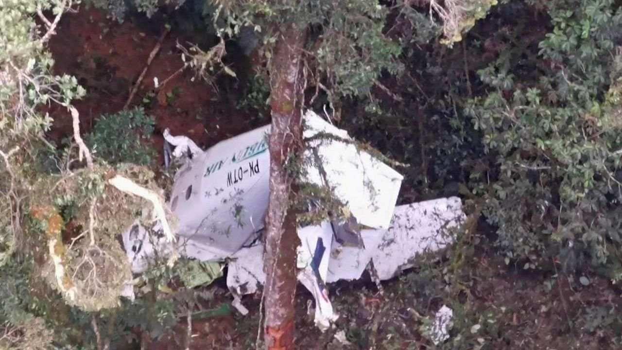 Indonesia Plane Crash: इंडोनेशिया के पहाड़ी जंगलों में क्रैश हुआ विमान, तीन लोग लापता, बचाव अभियान जारी