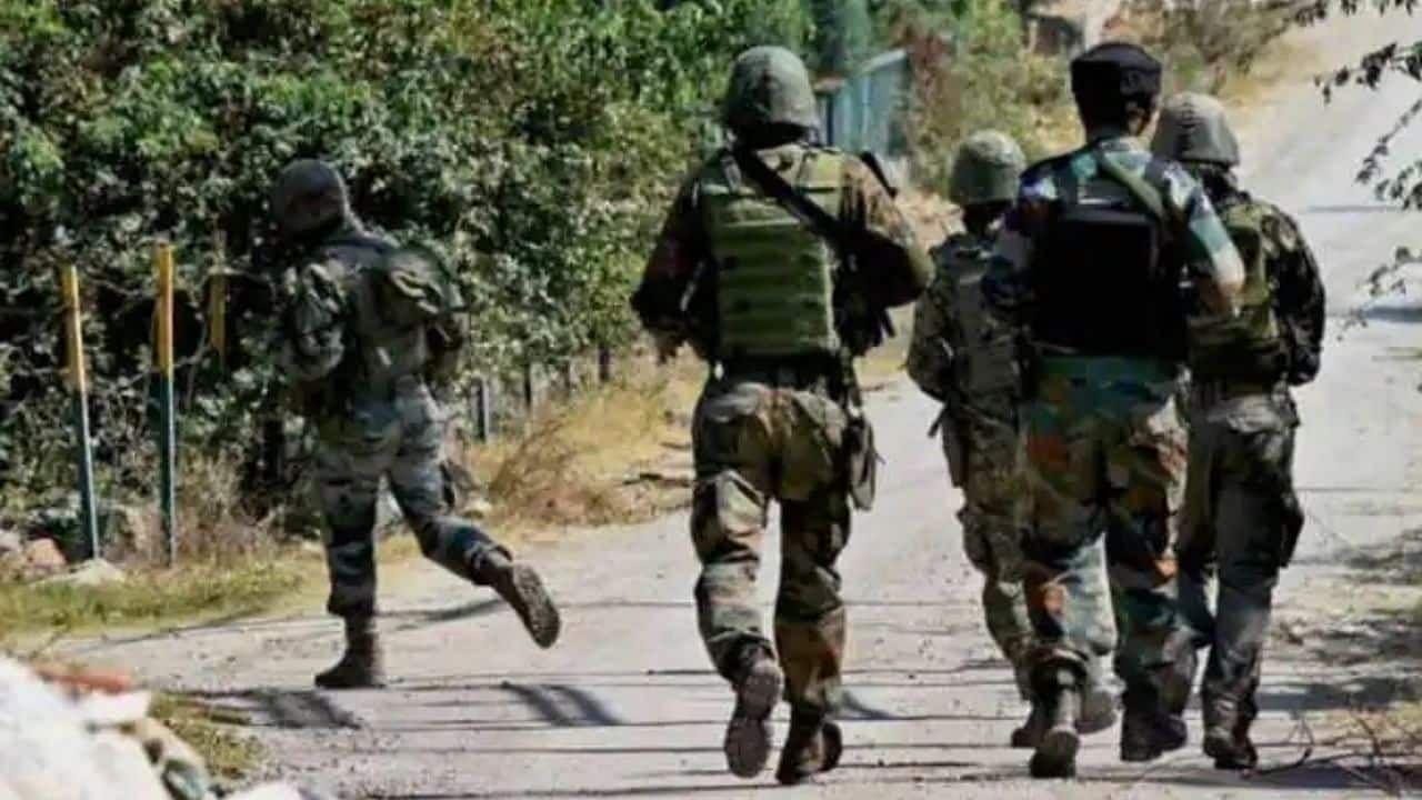जम्मू कश्मीर : श्रीनगर के नूरबाग इलाके में आतंकवादियों और सुरक्षा बलों के बीच मुठभेड़, दोनों तरफ से फायरिंग जारी