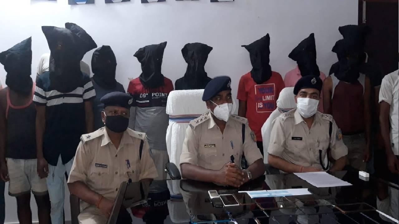 Jharkhand Crime: देवघर पुलिस ने '7 भाइयों के साइबर गैंग' का किया भंडाफोड़, 15 अपराधियों को किया गिरफ्तार