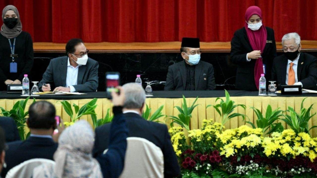 मलेशिया के नए पीएम 'इस्माइल साबरी याकूब' ने ऐतिहासिक समझौते पर किए हस्ताक्षर, हासिल किया विपक्षी सांसदों का समर्थन