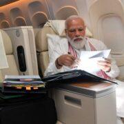 PM Modi US Visit: 'लंबी फ्लाइट्स का मतलब फाइल और पेपरवर्क', पीएम मोदी ने ट्वीट कर बताया अमेरिका पहुंचने तक क्या किया