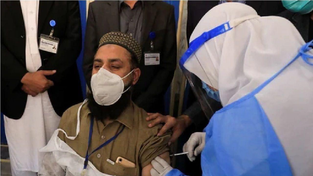 पाकिस्तान: वैक्सीन नहीं लगवाने वाले लोगों की बढ़ी मुसीबत, मॉल में एंट्री होगी बैन...यात्रा पर भी लगेगा प्रतिबंध