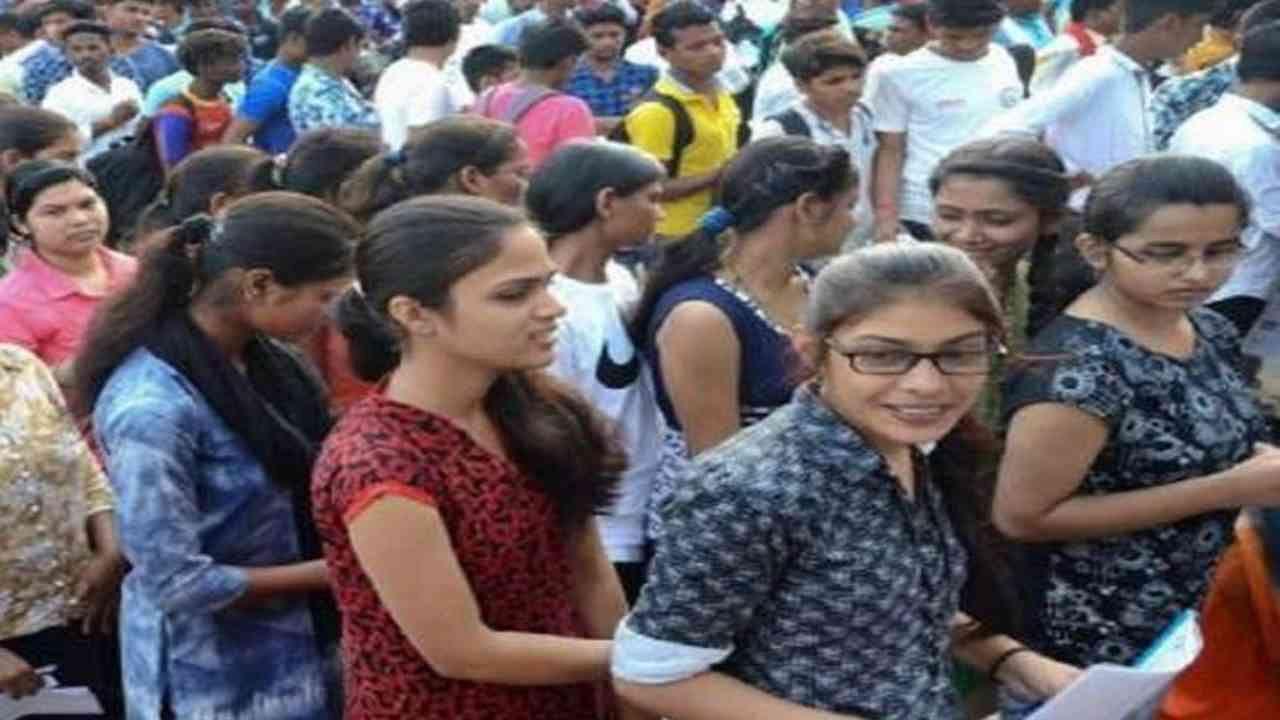 ट्राइबल क्षेत्रों के बच्चों की दिक्कतें होंगी कम, ऑनलाइन पढ़ाई के लिए मिलेगी इंटरनेट सुविधा, CM पिनाराई विजयन ने पास किया प्रस्ताव