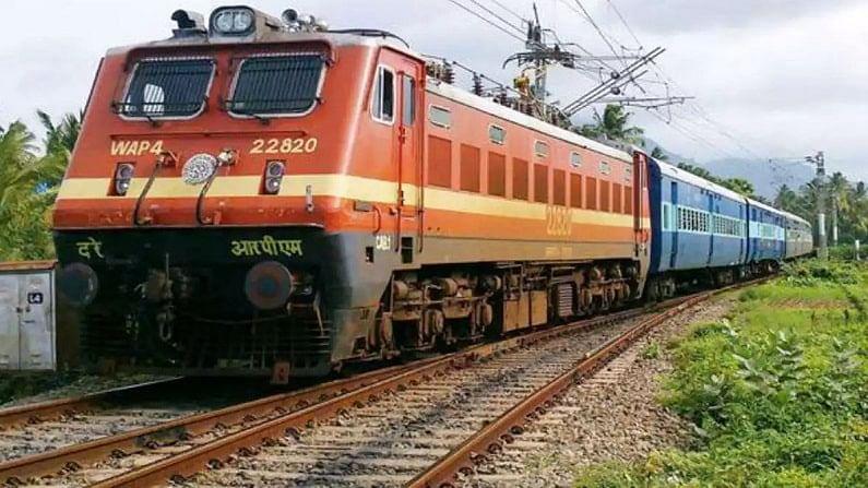 रेलवे अपने यात्रियों का खास खयाल रखता है. इसीलिए रेलवे ने त्योहारों से पहले ट्रेनों की सर्विस को लेकर बड़ा फैसला किया है. क्योंकि दशहरा, दिवाली और छठ पूजा के मौके पर लोग त्योहार मनाने के लिए अपने घर जाते है.यही वजह होती है कि त्योहार (Festival) के समय में टिकट के लिए भी लोगों को काफी परेशानियों का सामना करना पड़ता है. कोरोना वायरस (coronavirus) के कारण भारतीय रेलवे (Indian Railways) पहले की तरह ट्रेनों का संचालन नहीं कर पा रही है.