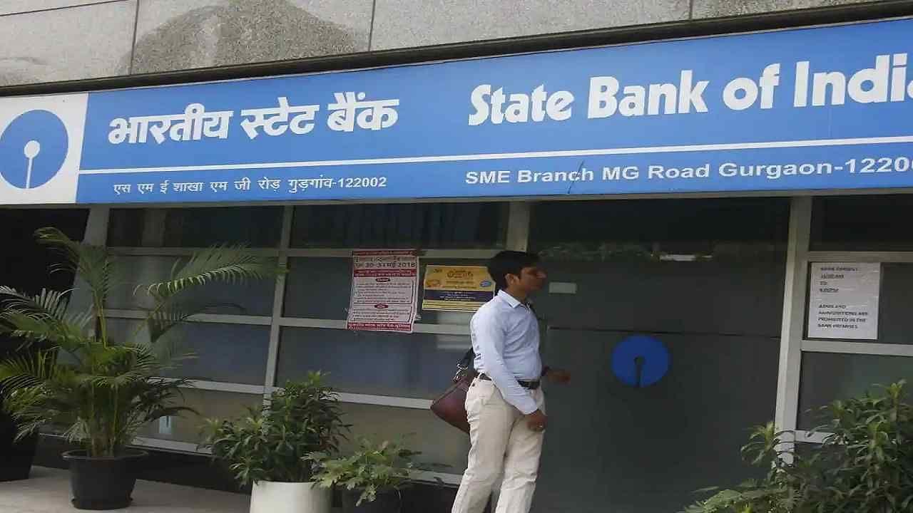 SBI ने ग्राहकों को फेक कस्टमर केयर नंबर से किया सावधान, एक लापरवाही से बैंक बैलेंस हो जाएगा जीरो