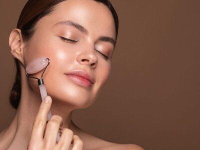 Skincare Tips: जवां दिखने वाली त्वचा पाने के लिए 5 फेस स्कल्प्टिंग टूल्स