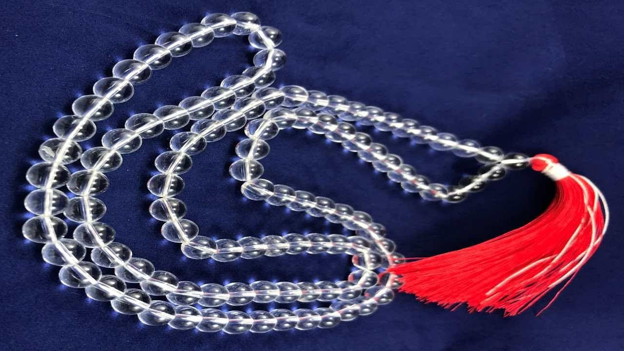 Sphatik Garland : स्फटिक माला के हैं कई बड़े लाभ, पहनते ही बरसने लगती है मां लक्ष्मी की कृपा
