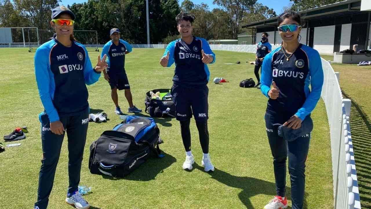 भारतीय महिला क्रिकेट टीम हाल ही में इंग्लैंड दौरे से लौटी थी. दोनों टीमों के बीच एकमात्र टेस्ट ड्रॉ रहा था जबकि इंग्लैंड ने वनडे और टी20 सीरीज 2-1 से अपने नाम की थी. इस सीरीज में टीम के कई स्टार बल्लेबाज कुछ खास कमाल नहीं कर पाए थे. ऐसे में उनके पास खुद को साबित करने का मौका होगा.