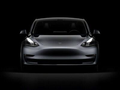 रात के वक्त व्हीकल्स की इमरजेंसी लाईट देख कुछ यूं रिएक्ट करेगी Tesla Car, कंपनी ने अपडेट किया ऑटोपायलट सॉफ्टवेयर