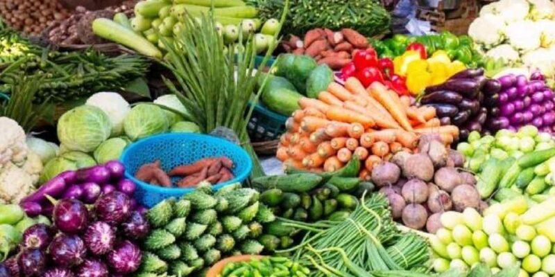 बारिश की वजह से कम हुआ सब्जियों का उत्पादन, आसमान पर पहुंचा दाम