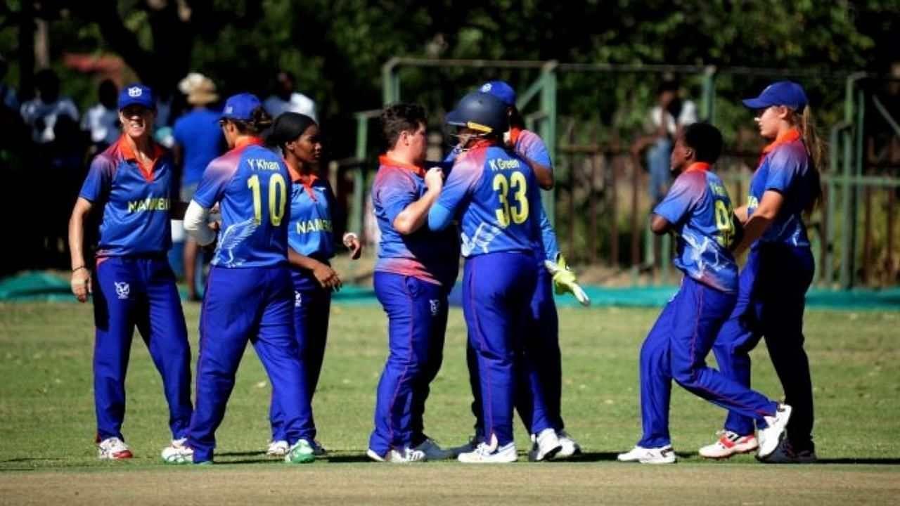 6 रन पर 5 बल्लेबाजों का बोरिया-बिस्तर बांधा, इस गेंदबाज के आगे विरोधी टीम हुई नतमस्तक, बुरी तरह हारी