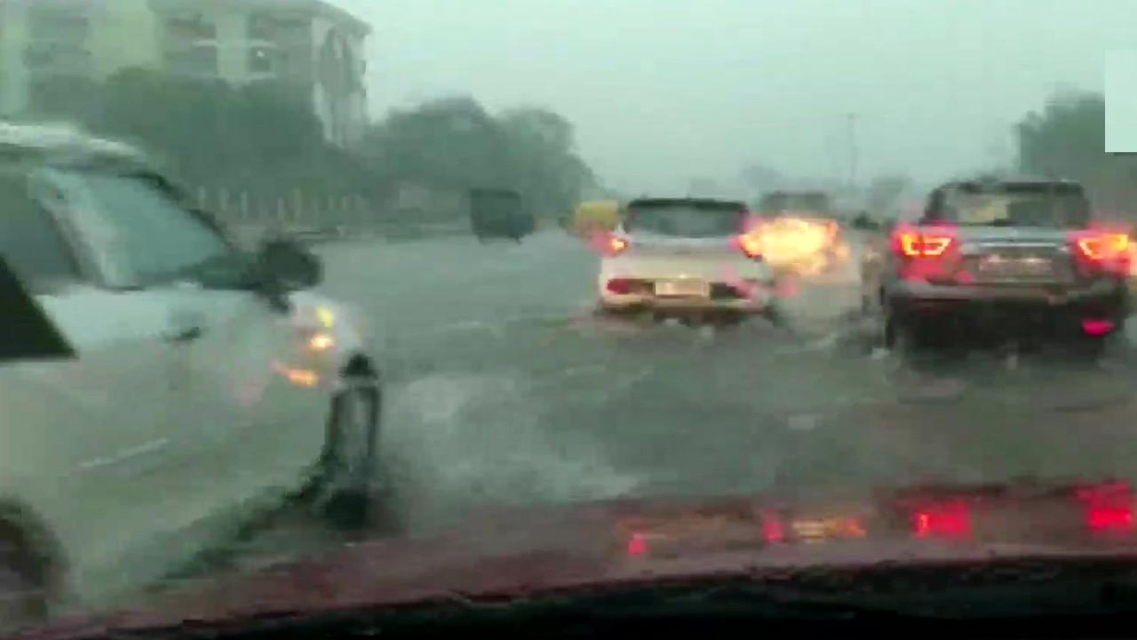 मध्य और पश्चिम भारत में तेज बारिश होने की संभावना, पढ़ें देश भर के मौसम का हाल