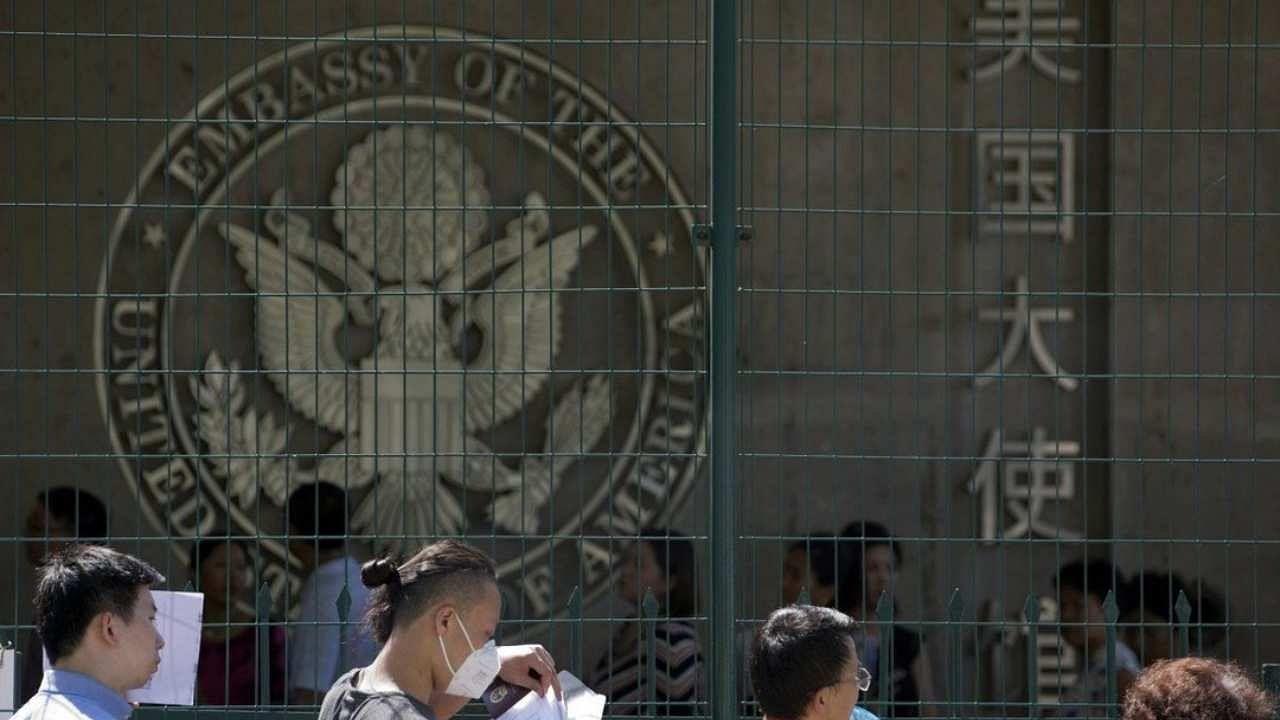 US China tension: चीन के छात्रों की अमेरिका में एंट्री पर रोक, तनाव के बीच US ने वीजा पर लगाया ब्रेक!