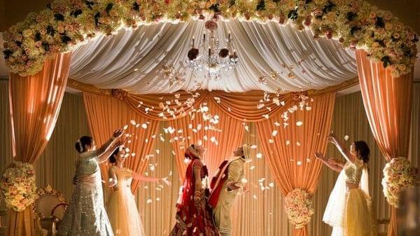 Wedding Planning : कम बजट में करनी है धमाकेदार शादी तो ये 5 टिप्स आजमाएं