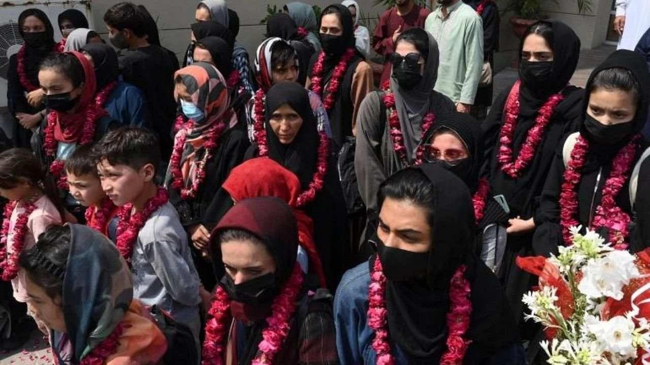 तालिबानी धमकियों के बाद महिला फुटबॉलरों ने छोड़ा अफगानिस्तान, जान बचाने के लिए इस देश में ली पनाह
