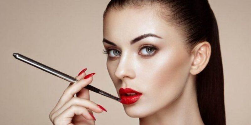 5 मेकअप ट्रिक्स जो आपको अपने चेहरे को पतला दिखाने के लिए जानना जरूरी है