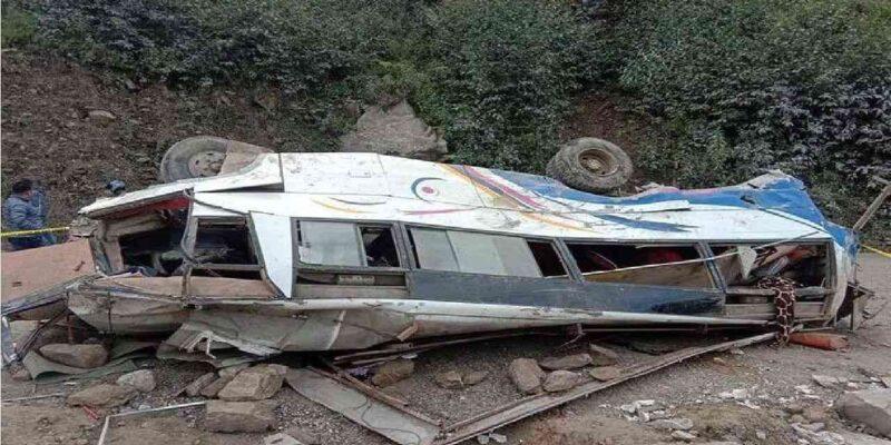 नेपाल में भीषण हादसा, सड़क से फिसलकर नदी में गिरी यात्रियों से भरी बस, 32 लोगों की मौत