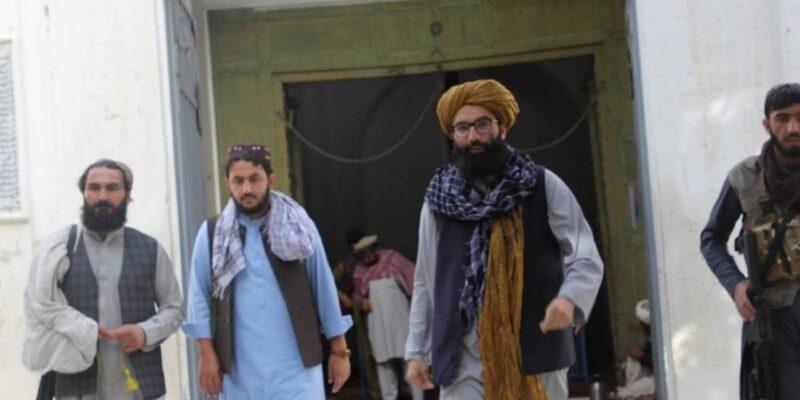 महमूद गजनवी की कब्र पर पहुंचा तालिबान की सरकार में शामिल अनस हक्कानी, गजनवी को बताया मजबूत शासक