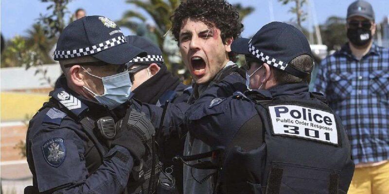 कोविड के कड़े प्रतिबंधों से खुश नहीं हैं ऑस्ट्रेलिया के पुलिसकर्मी, महिला ऑफिसर ने विरोध में दिया इस्तीफा