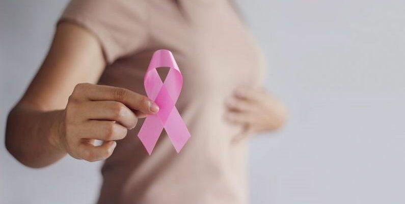 ब्रेस्ट कैंसर को लेकर रहे सतर्क,इन लक्षणों के दिखते ही तुरंत कराएं जांच