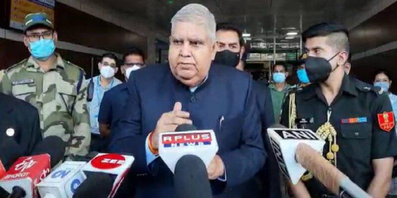 बंगाल के राज्यपाल जगदीप धनखड़ ने फिर बोला ममता सरकार पर हमला, कहा- 'नहीं है पारदर्शिता, नौकरशाह जनसेवक नहीं, हैं राजनीतिक सेवक'