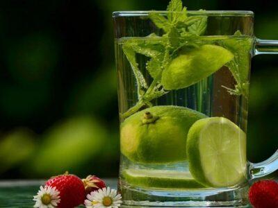 Boiled Lemon Water: इसे पीने के फायदे और इसे बनाने के तरीके के बारे में जानें