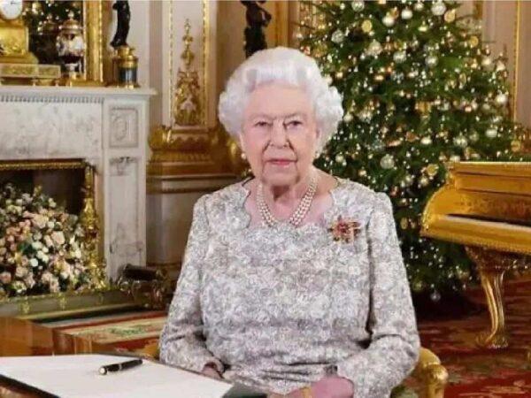 ब्रिटेन की महारानी एलिजाबेथ ने अस्पताल में बिताई रात, बकिंघम पैलेस ने दी जानकारी