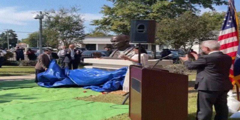 अमेरिका के क्लार्कसडेल में महात्मा गांधी की कांस्य प्रतिमा का किया गया अनावरण, जानें इसके पीछे की वजह