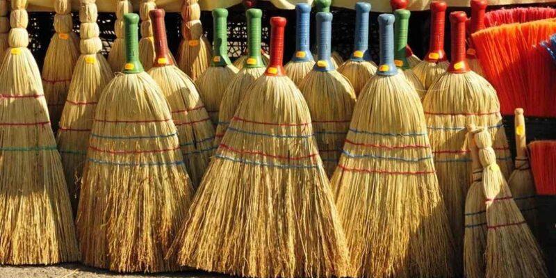 Broom Astro Tips : झाड़ू के इस उपाय को करते ही दूर होगी दरिद्रता, हो जाएंगे मालामाल