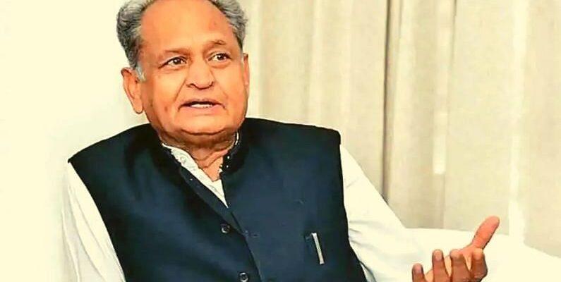 CM अशोक गहलोत ने BJP नेताओं को कहा- बेवकूफ, बोले-'यहां क्यों आएंगी प्रियंका गांधी? यहां अमित शाह और राजनाथ सिंह को आना चाहिए'