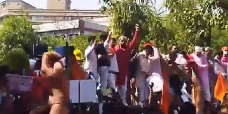 Delh: CM हाउस के बाहर छठ पूजा को लेकर विरोध प्रदर्शन में BJP नेता मनोज तिवारी घायल, सफ़दरजंग अस्पताल में भर्ती
