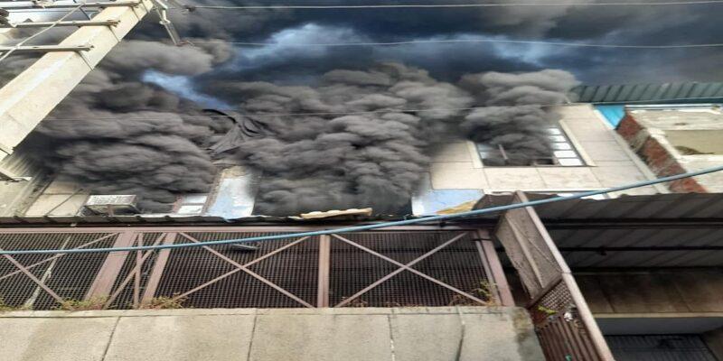 Delhi: नरेला इंडस्ट्रियल इलाके की फैक्ट्री में लगी भीषण आग! फायर बिग्रेड की 33 गाड़ियां मौके पर पहुंची