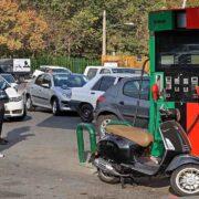 ईरान में खड़ा हुआ 'ईंधन संकट', देश के पेट्रोल पंपों पर हैकर्स ने किया साइबर अटैक, गाड़ियों की लंबी लाइन लगी