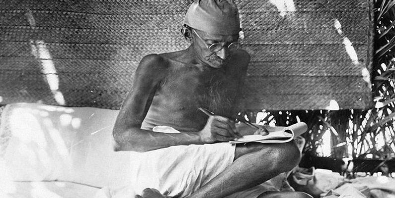 Gandhi Jayanti 2021: अंग्रेजी में अच्छे और भूगोल में कमजोर छात्र थे महात्मा गांधी, जयंती पर जानें उनके जीवन से जुड़ी दिलचस्प बातें