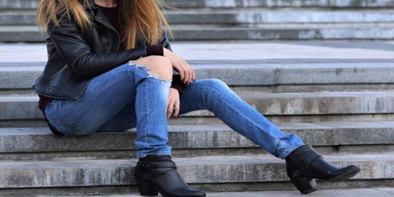 लड़की ने 8 घंटे तक पहने रखी टाइट जींस, फिर आईसीयू में होना पड़ा एडमिट