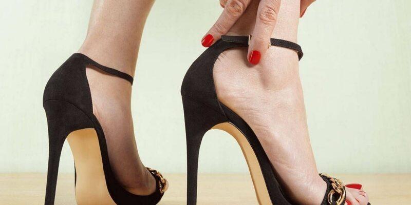 High Heels Side Effects : हाई हील्स पहनने की हैं शौकीन तो पहले जान लें इससे होने वाले ये नुकसान