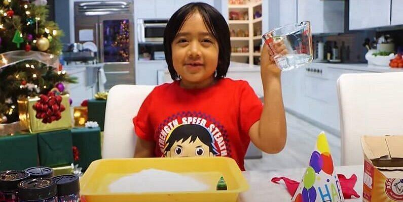 Youtube पर बच्चे ऐसे कैसे वीडियो बनाते हैं कि उनकी कमाई करोडों में है... एक की कमाई तो अरबों में है