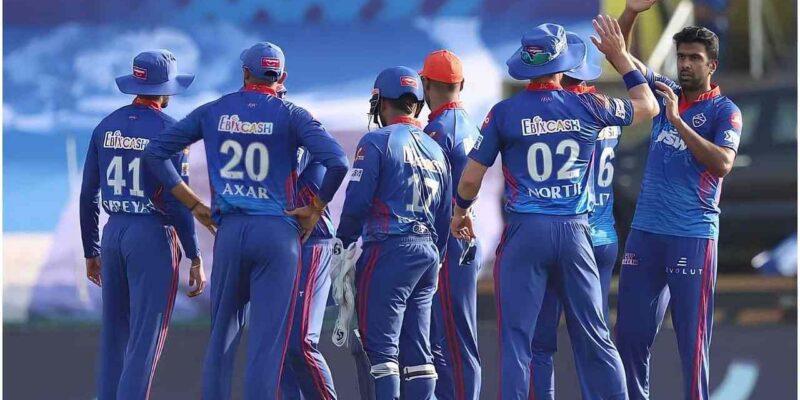 IPL 2021: अपनी बातों से खिलाड़ियों के रोंगटे खड़े कर देता है इस टीम का कोच, गेंदबाज ने किया खुलासा