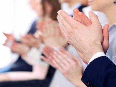 एक्सरसाइज का समय नहीं मिलता तो सिर्फ 10 मिनट बजाइए ताली, इसके फायदे आपको हैरान कर देंगे