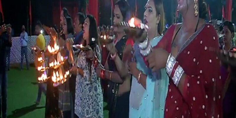 जबलपुर के दुर्गा पंडाल में कन्नरों ने महाआरती कर की कोरोना मुक्ति की प्रार्थना, आशीर्वाद लेने उमड़े हजारों भक्त
