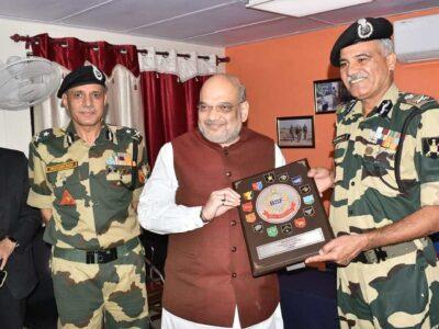 जम्मू कश्मीरः केंद्रीय गृह मंत्री अमित शाह ने बीएसएफ पोस्ट का किया दौरा, जवान बोले- हमने सीमा से जुड़े सभी मुद्दों के बारे में बताया